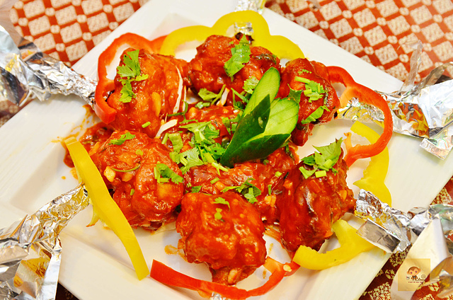 1142279813 l - 【熱血採訪】斯里瑪哈印度餐廳~正統印度料理大推薦,有帥氣印度老闆和爆好吃的印度咖哩,綜合海鮮咖哩、瑪莎拉豆沙及寶萊雞丁必吃,近勤美誠品