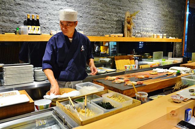 1051584457 l - 【熱血採訪】本壽司~職人級師傅掌廚的平價精緻壽司專賣店,食材新鮮且用心,推薦鮭魚生魚片、海膽、松露和牛,另有無菜單料理