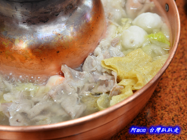 1020042990 l - 【台中中區】驛站房東北酸菜白肉鍋~豐盛的火鍋和好吃的韭菜蝦水餃