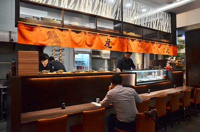 1137987932 l - 【台中西區】虎丼日式丼飯專賣~平價海鮮丼飯新開幕,推薦便宜好吃的鮭魚親子丼和超澎湃的豪華海鮮丼,味噌魚湯、飲料免費喝到飽寶