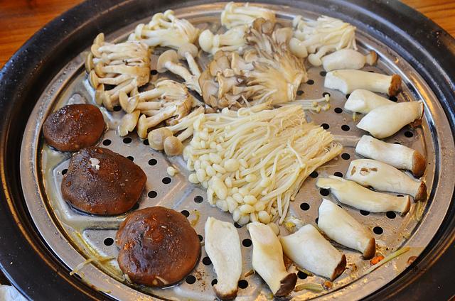 1118622373 l - 【熱血採訪】蒸籠宴~生猛海鮮創意新吃法,用蒸鍋蒸出海鮮的甜美與鮮味,大推泰國蝦、活鮑魚、活蟹,適合團體聚餐和家庭聚餐