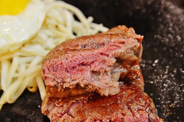 1133823403 l - 【台中西區】泰德牛排~向上市場內的平價牛排大推薦,嫩口多汁的菲力牛排和12盎司的厚切牛排都很好吃唷,近勤美誠品綠園道、