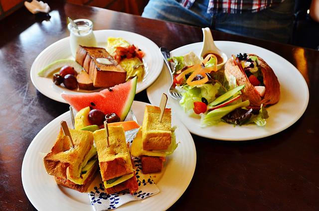 1065649086 l - 【台中西區】畢洛雅咖啡館~精緻且平價美味的早午餐,環境幽靜,有無線網路和插座,適合讀書和工作的好地方