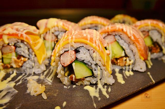 1051578094 l - 【熱血採訪】本壽司~職人級師傅掌廚的平價精緻壽司專賣店,食材新鮮且用心,推薦鮭魚生魚片、海膽、松露和牛,另有無菜單料理
