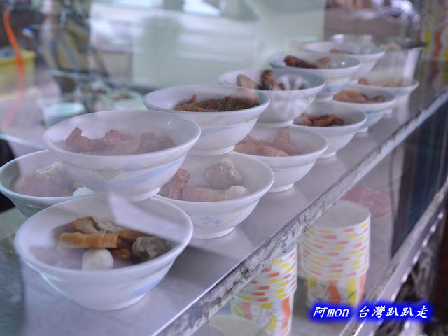 1021731684 l - 【台中西區】台北傳統小吃~價格平價又好吃的甜不辣和小菜
