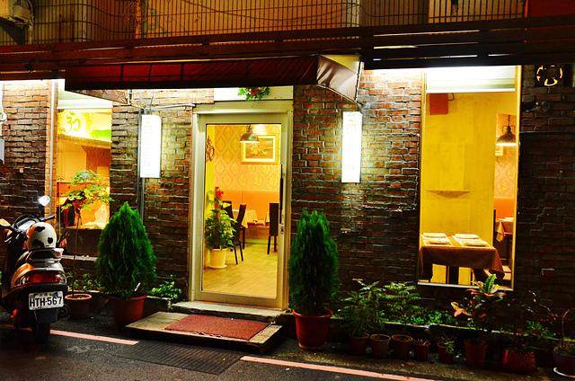 1142281401 l - 【熱血採訪】斯里瑪哈印度餐廳~正統印度料理大推薦,有帥氣印度老闆和爆好吃的印度咖哩,綜合海鮮咖哩、瑪莎拉豆沙及寶萊雞丁必吃,近勤美誠品