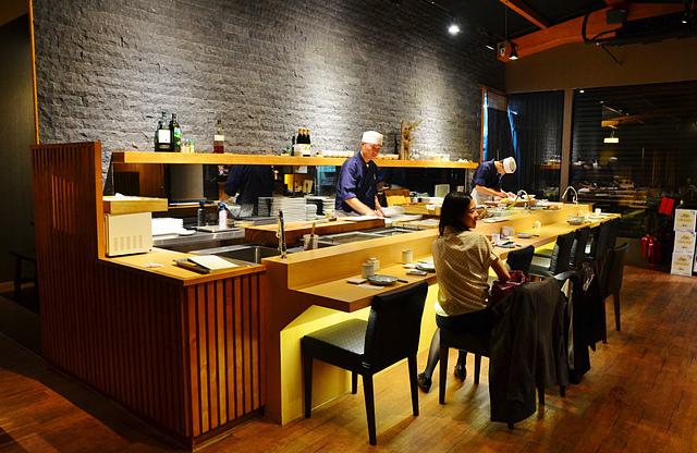 1051583487 l - 【熱血採訪】本壽司~職人級師傅掌廚的平價精緻壽司專賣店,食材新鮮且用心,推薦鮭魚生魚片、海膽、松露和牛,另有無菜單料理