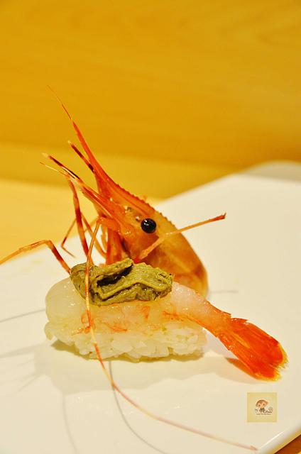 1051581184 l - 【熱血採訪】本壽司~職人級師傅掌廚的平價精緻壽司專賣店,食材新鮮且用心,推薦鮭魚生魚片、海膽、松露和牛,另有無菜單料理