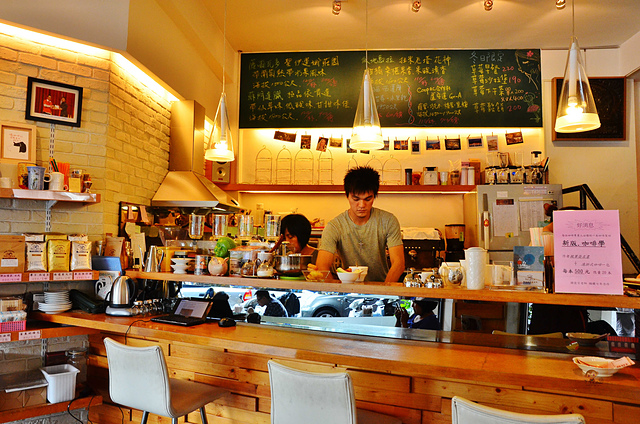 1065645012 l - 【台中西區】畢洛雅咖啡館~精緻且平價美味的早午餐,環境幽靜,有無線網路和插座,適合讀書和工作的好地方