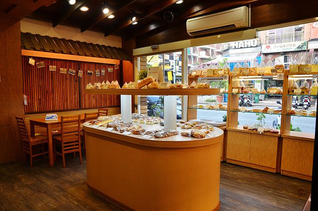 1104109744 l - 【熱血採訪】品麵包~高CP值的麵包店推薦,價格親民且用料紮實,麵包內餡飽滿,越嚼越好吃,推蔓越莓、招牌核桃口味吐司,近豐樂公園