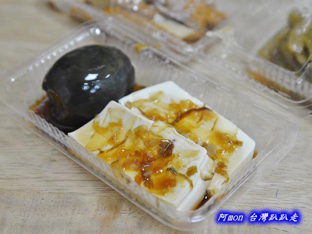 1021731704 l - 【台中西區】台北傳統小吃~價格平價又好吃的甜不辣和小菜