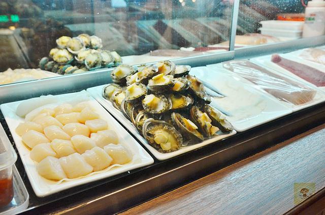 1137986181 l - 【台中西區】虎丼日式丼飯專賣~平價海鮮丼飯新開幕,推薦便宜好吃的鮭魚親子丼和超澎湃的豪華海鮮丼,味噌魚湯、飲料免費喝到飽寶