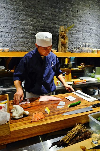 1051581972 l - 【熱血採訪】本壽司~職人級師傅掌廚的平價精緻壽司專賣店,食材新鮮且用心,推薦鮭魚生魚片、海膽、松露和牛,另有無菜單料理