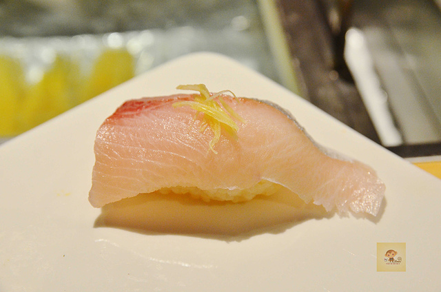 1051585058 l - 【熱血採訪】本壽司~職人級師傅掌廚的平價精緻壽司專賣店,食材新鮮且用心,推薦鮭魚生魚片、海膽、松露和牛,另有無菜單料理