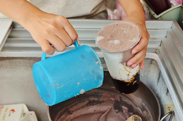 1126815483 l - 【熱血採訪】荳荳冰工廠~夏日消暑便宜冰品就在東海商圈,大推綠豆沙牛奶、紅豆珍珠撞奶,還有手工的古早味冰淇淋和隱藏菜單喔,近東海大學