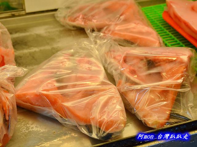 1028219734 l - 【台中南屯】生魚片專賣店~價格便宜又好吃的生魚片,每盒都只要$100喔,有鮭魚、鮪魚、紅甘等