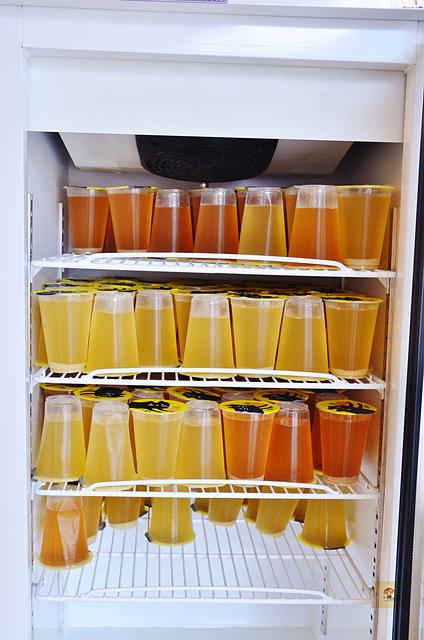 1137839108 l - 【熱血採訪】旺萊山鳳梨酥~嘉義超好吃旺萊山鳳梨酥台中新開幕,100%的鳳梨汁只要$10元,另外還有鳳梨冰沙、鳳梨酒、鳳梨醋等,台中新伴手禮推薦