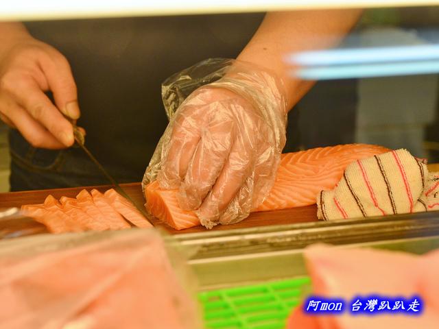 1028219739 l - 【台中南屯】生魚片專賣店~價格便宜又好吃的生魚片,每盒都只要$100喔,有鮭魚、鮪魚、紅甘等