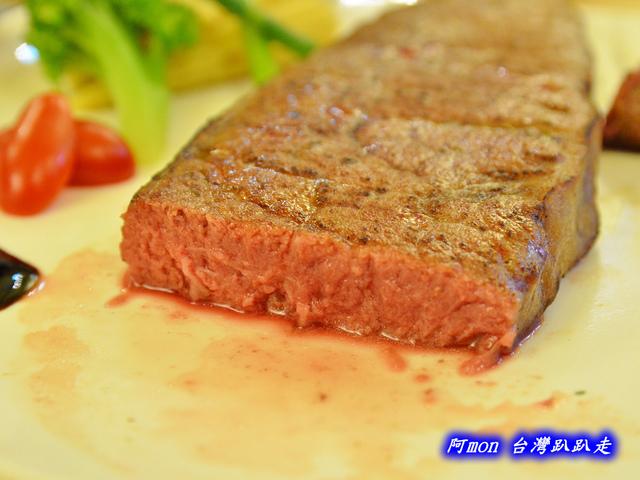 855832169 l - 【台中南區】Ciao玩味廚房~軟嫩多汁五分熟的厚切美國無骨牛小排