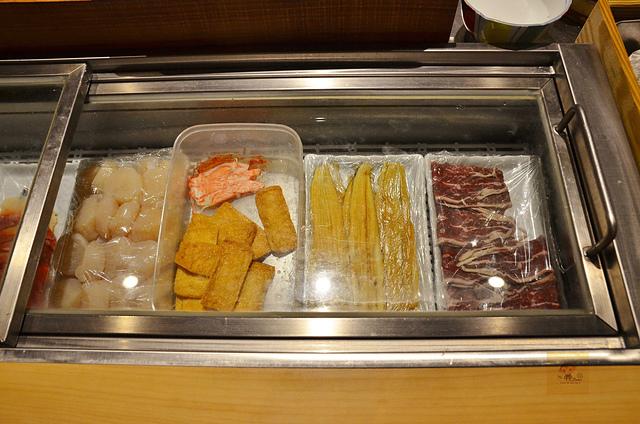 1051583297 l - 【熱血採訪】本壽司~職人級師傅掌廚的平價精緻壽司專賣店,食材新鮮且用心,推薦鮭魚生魚片、海膽、松露和牛,另有無菜單料理