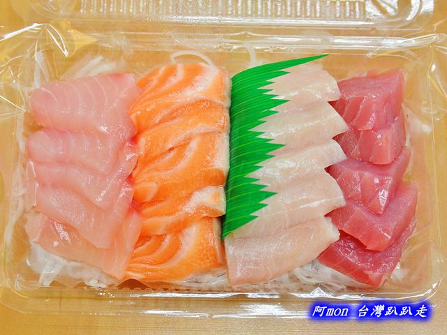 1028219748 l - 【台中南屯】生魚片專賣店~價格便宜又好吃的生魚片,每盒都只要$100喔,有鮭魚、鮪魚、紅甘等