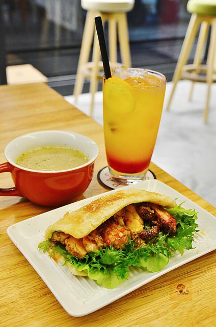 1045077873 l - 【台中西區】Passenger 隨食旅人~讓人驚喜的美味輕食店~好吃的芭蕾帕夫甜點、香料雞肉燒餅、西班牙烘蛋