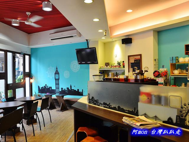 1028298911 l - 【台中南區】Little London小倫敦~在巷子轉角遇見tiffany藍的平價豐盛早午餐咖啡館
