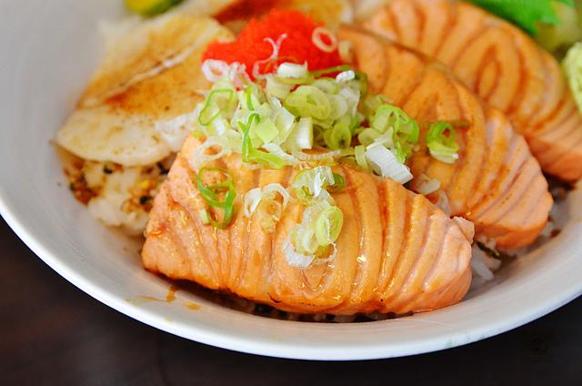 1088188769 l - 【台中西區】舞春日本料理~平價美味的海鮮丼飯推薦,鮮美的鮭魚丼、炙干貝鮭魚丼必點,另有燒烤及握壽司,近勤美誠品綠園道、SOGO百貨