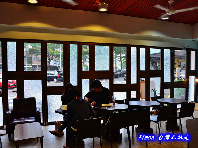 1028298914 l - 【台中南區】Little London小倫敦~在巷子轉角遇見tiffany藍的平價豐盛早午餐咖啡館