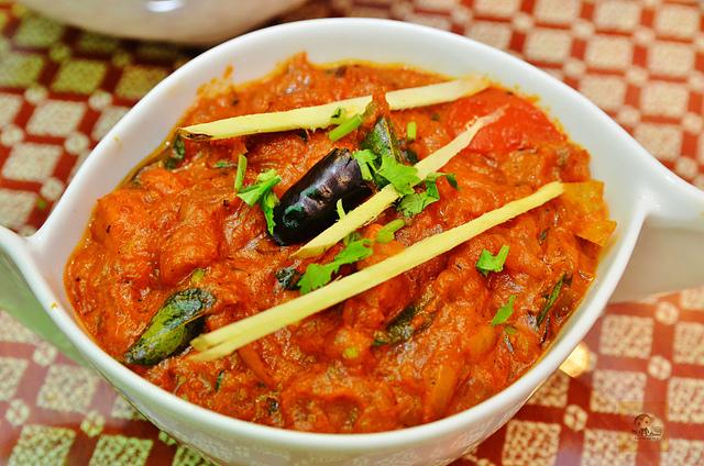 1142280724 l - 【熱血採訪】斯里瑪哈印度餐廳~正統印度料理大推薦,有帥氣印度老闆和爆好吃的印度咖哩,綜合海鮮咖哩、瑪莎拉豆沙及寶萊雞丁必吃,近勤美誠品