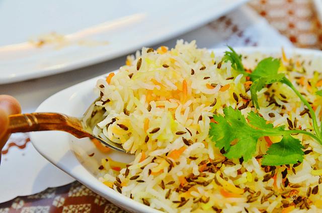 1142280725 l - 【熱血採訪】斯里瑪哈印度餐廳~正統印度料理大推薦,有帥氣印度老闆和爆好吃的印度咖哩,綜合海鮮咖哩、瑪莎拉豆沙及寶萊雞丁必吃,近勤美誠品