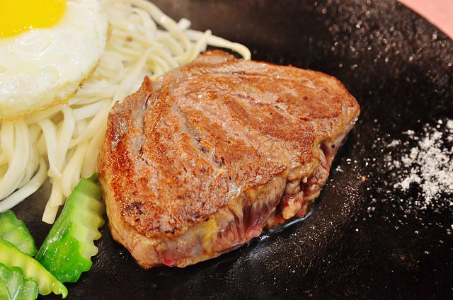 1133822232 l - 【台中西區】泰德牛排~向上市場內的平價牛排大推薦,嫩口多汁的菲力牛排和12盎司的厚切牛排都很好吃唷,近勤美誠品綠園道、
