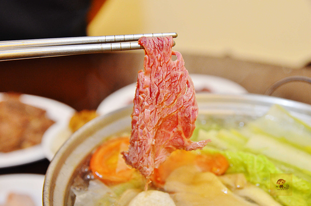 1142437530 l - 【熱血採訪】阿財牛肉湯~來自台南道地平民小吃推薦,大推用鮮美牛骨高湯涮每日台南直送的溫體牛肉,近台中教育大學