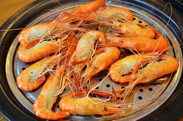 1118623010 l - 【熱血採訪】蒸籠宴~生猛海鮮創意新吃法,用蒸鍋蒸出海鮮的甜美與鮮味,大推泰國蝦、活鮑魚、活蟹,適合團體聚餐和家庭聚餐