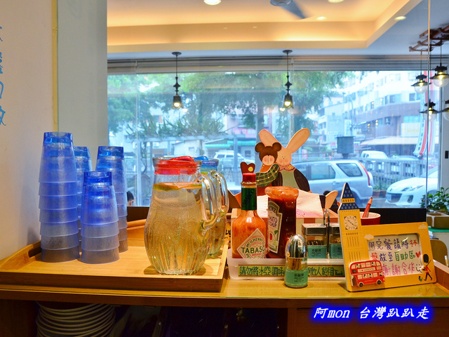 1028298932 l - 【台中南區】Little London小倫敦~在巷子轉角遇見tiffany藍的平價豐盛早午餐咖啡館
