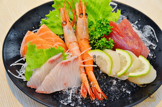 1164002105 l - 【熱血採訪】雲鳥日式料理~台中超人氣平價日式料理餐廳推薦,餐點選擇多且食材新鮮,超可愛的招牌舒芙蕾鍋燒烏龍麵必吃,家庭聚餐的好選擇
