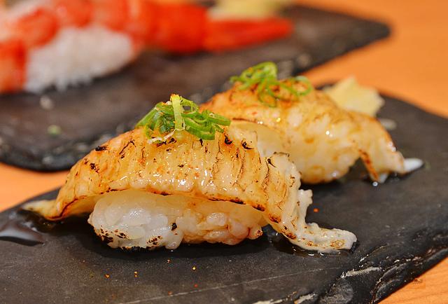 1092369253 l - 【熱血採訪】桀壽司~市場旁平價日本握壽司專賣店大推薦,海鮮食材新鮮美味,大推干貝海膽握壽司、比目魚握壽司、生蠔、胭脂蝦,台中吃壽司的好選擇
