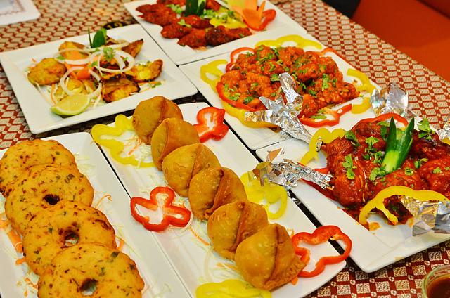 1142281014 l - 【熱血採訪】斯里瑪哈印度餐廳~正統印度料理大推薦,有帥氣印度老闆和爆好吃的印度咖哩,綜合海鮮咖哩、瑪莎拉豆沙及寶萊雞丁必吃,近勤美誠品
