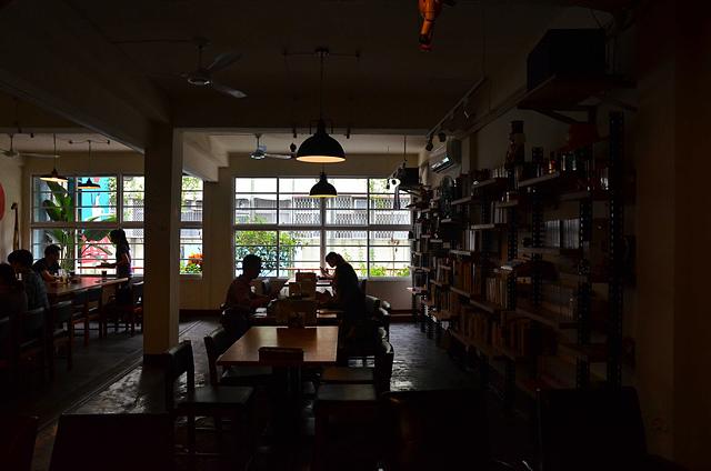1073718088 l - 【台中北區】找路咖啡~小巷中懷舊復古風私房咖啡館~餐點選項多,環境靜謐且位置多,讀書聚會場地推薦,近中國醫學大學