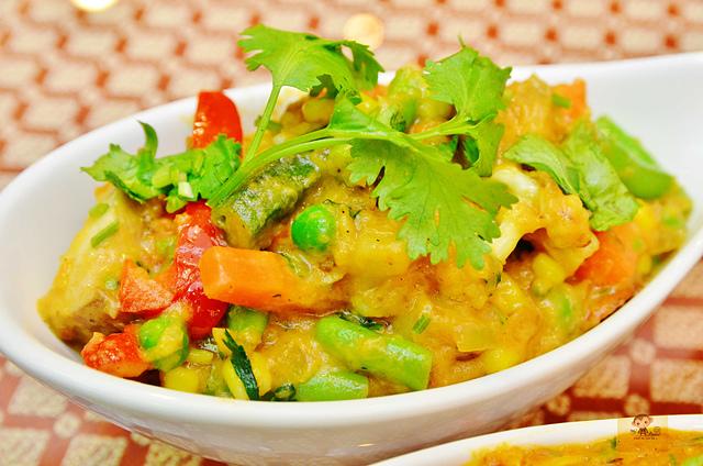 1142281803 l - 【熱血採訪】斯里瑪哈印度餐廳~正統印度料理大推薦,有帥氣印度老闆和爆好吃的印度咖哩,綜合海鮮咖哩、瑪莎拉豆沙及寶萊雞丁必吃,近勤美誠品
