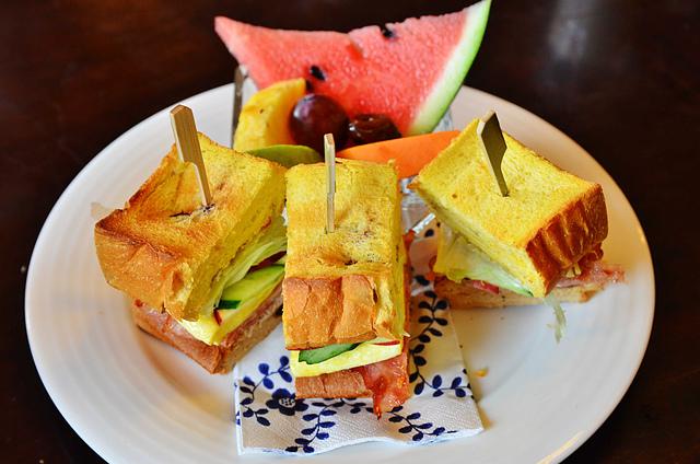 1065649247 l - 【台中西區】畢洛雅咖啡館~精緻且平價美味的早午餐,環境幽靜,有無線網路和插座,適合讀書和工作的好地方