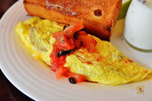 1065649250 l - 【台中西區】畢洛雅咖啡館~精緻且平價美味的早午餐,環境幽靜,有無線網路和插座,適合讀書和工作的好地方