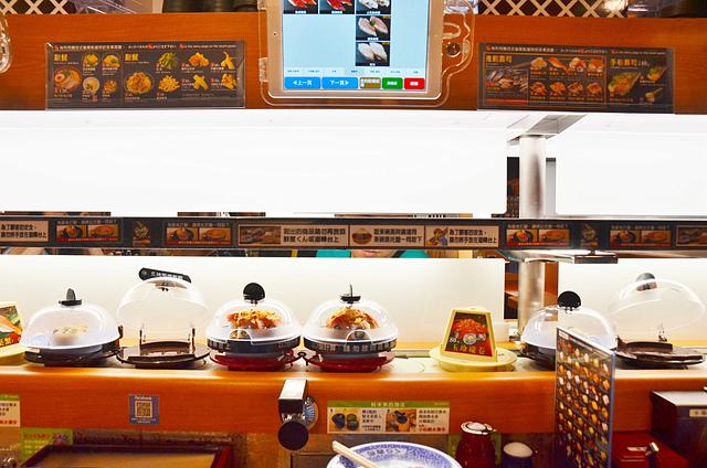 1095526506 l - 【台中西區】藏壽司~日本平價迴轉壽司店新開幕,美味握壽司、甜點$40起,吃壽司還可玩遊戲拿扭蛋,試賣打卡9折,近勤美誠品綠園道、科博館、SOGO百貨