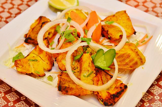 1142280017 l - 【熱血採訪】斯里瑪哈印度餐廳~正統印度料理大推薦,有帥氣印度老闆和爆好吃的印度咖哩,綜合海鮮咖哩、瑪莎拉豆沙及寶萊雞丁必吃,近勤美誠品