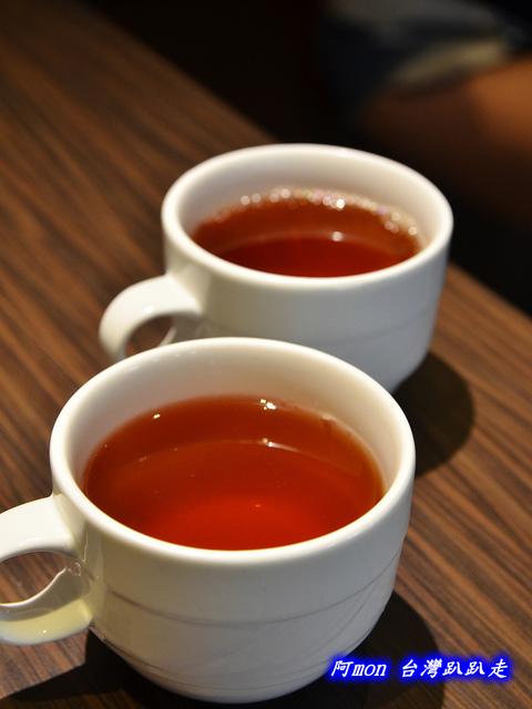 1025992637 l - 【台中西區】哄供茶餐廳~餐點種類多的港式料理,特價時吃最好