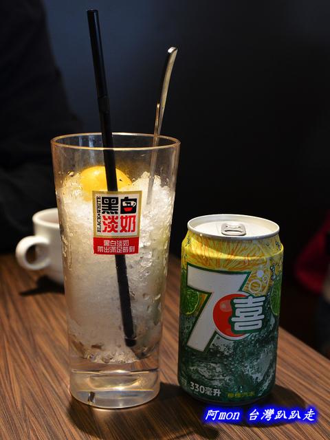 1025992643 l - 【台中西區】哄供茶餐廳~餐點種類多的港式料理,特價時吃最好
