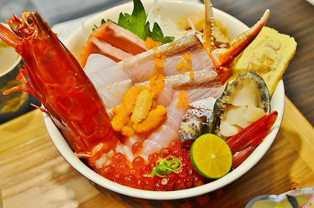 1137989139 l - 【台中西區】虎丼日式丼飯專賣~平價海鮮丼飯新開幕,推薦便宜好吃的鮭魚親子丼和超澎湃的豪華海鮮丼,味噌魚湯、飲料免費喝到飽寶
