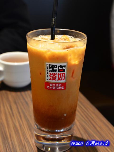 1025992646 l - 【台中西區】哄供茶餐廳~餐點種類多的港式料理,特價時吃最好
