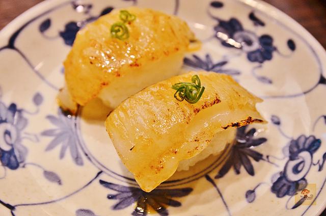 1137985300 l - 【台中西區】虎丼日式丼飯專賣~平價海鮮丼飯新開幕,推薦便宜好吃的鮭魚親子丼和超澎湃的豪華海鮮丼,味噌魚湯、飲料免費喝到飽寶