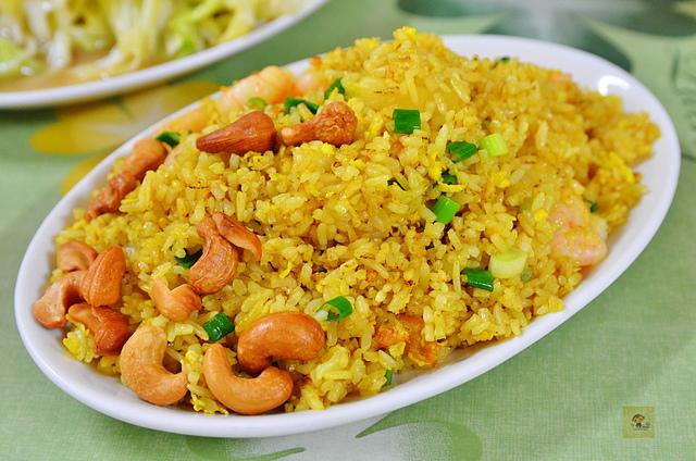 1093472143 l - 【台中西區】雲食泰風~平價美味的泰式料理餐廳推薦,餐點種類多且口味道地,打拋豬、檸檬烤豬、檸檬魚都值得一嚐